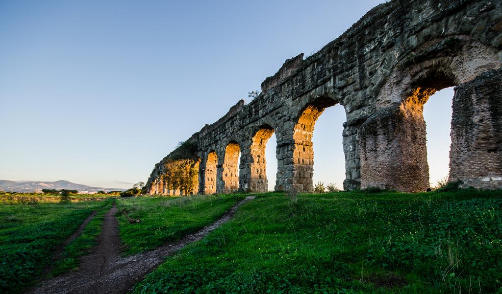 Escursioni e tour con guida gratis al parco degli acquedotti di Roma, con l'associazione culturale Roma Bella
